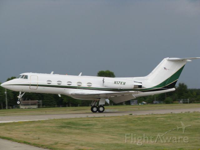Gulfstream American Gulfstream 2 (N17KW) - Gulfstream 2 landing at AirVenture 2009