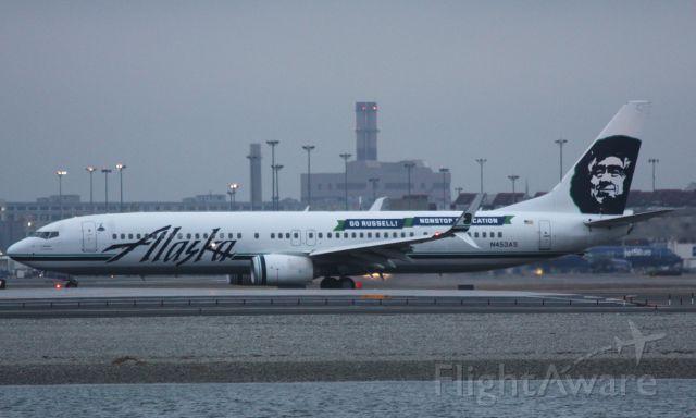 Boeing 737-900 (N453AS) - Go Russell departing 22R