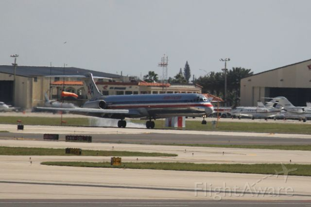 McDonnell Douglas MD-83 (N560AA)