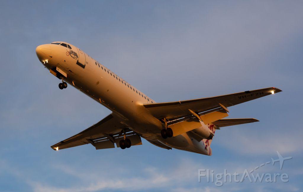Fokker 100 (HV-FZH)