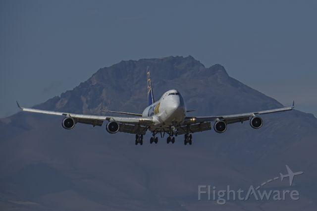 Boeing 747-400 (N418MC)