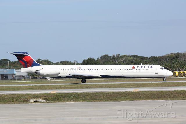 McDonnell Douglas MD-88 (N987DL) - Delta Flight 2460 (N987DL) arrives at Sarasota-Bradenton International Airport following a flight from Hartsfield-Jackson Atlanta International Airport