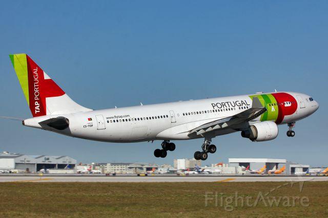 Airbus A330-200 (CS-TOF)