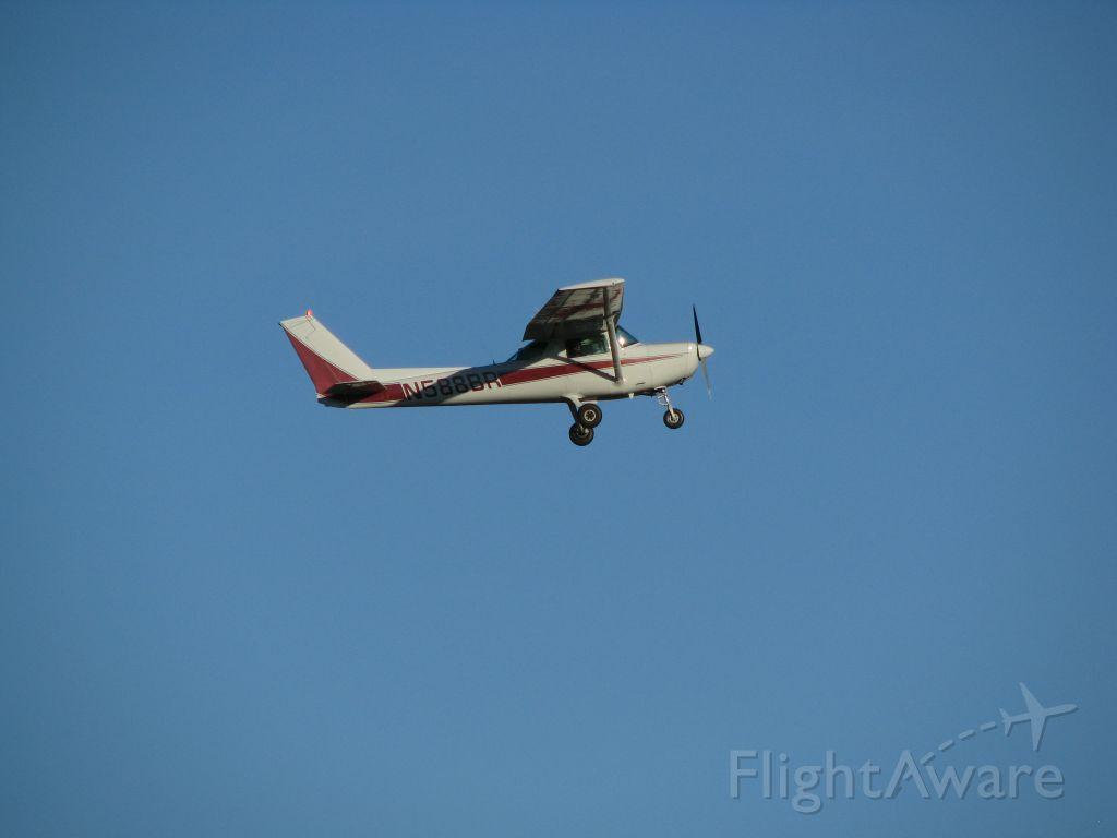 Cessna 152 (N588BR) - Morning training.