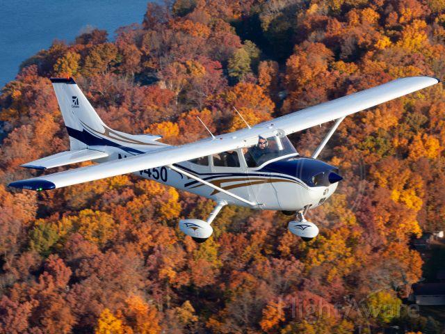Cessna Skyhawk (N64450) - Fall colors.