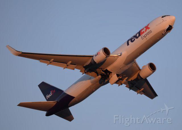 BOEING 767-300 (N68079)