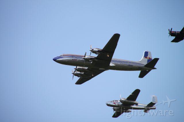 Douglas DC-6 —