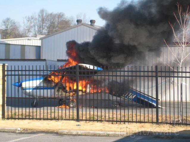 Cessna Skylane (N8901M) - 28V GPU and 12V system do not mix well.
