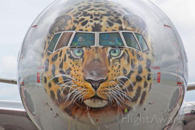 BOEING 777-300 (EI-UNP)