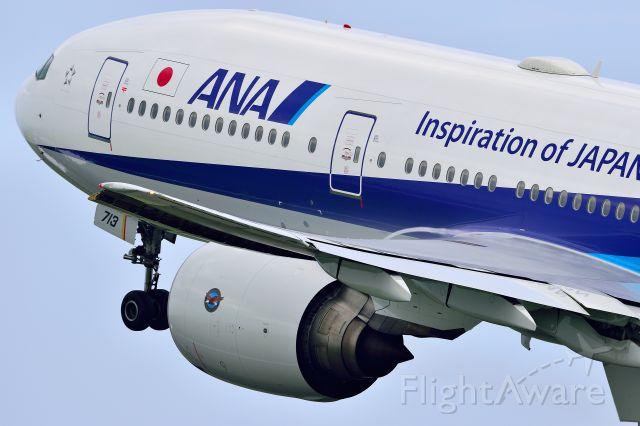 Boeing 777-200 (JA713A)