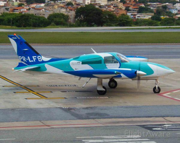 Cessna 310 (PR-LFS)