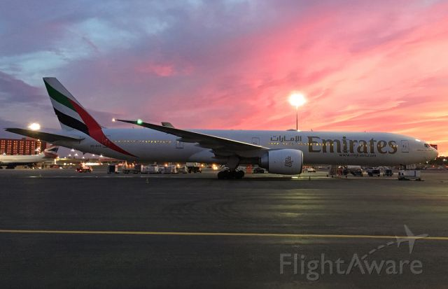 BOEING 777-300ER (A6-ECO) - 09/21/17 last day of summer sun