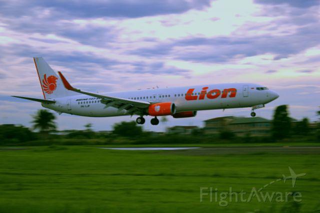 Boeing 737-900 (PK-LJP) - Boeing 737-900ER PK-LJP landing in Polonia Medan