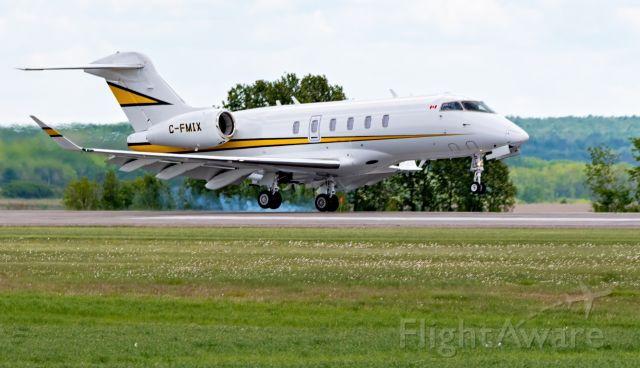 Canadair Challenger 350 (C-FMIX) - Touchdown
