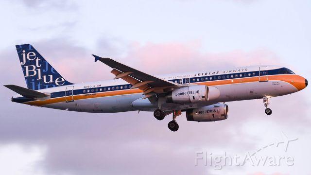Airbus A320 (N763JB)