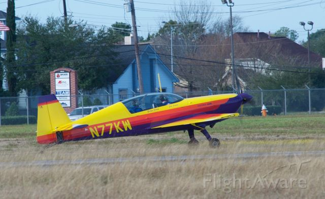N77KW — - 1997 Extra EA-300/L aerobatic, taxiing at LaPort Texas - T41