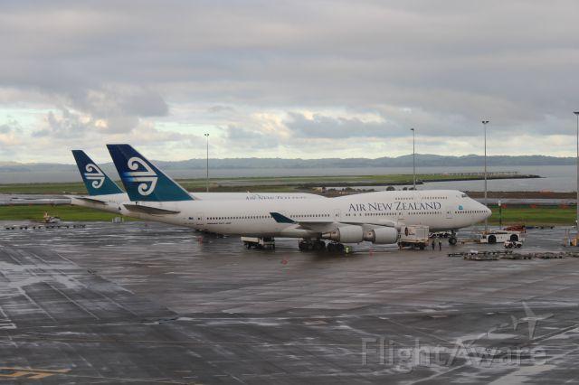 Boeing 747-400 (ZK-SUH) - AKL