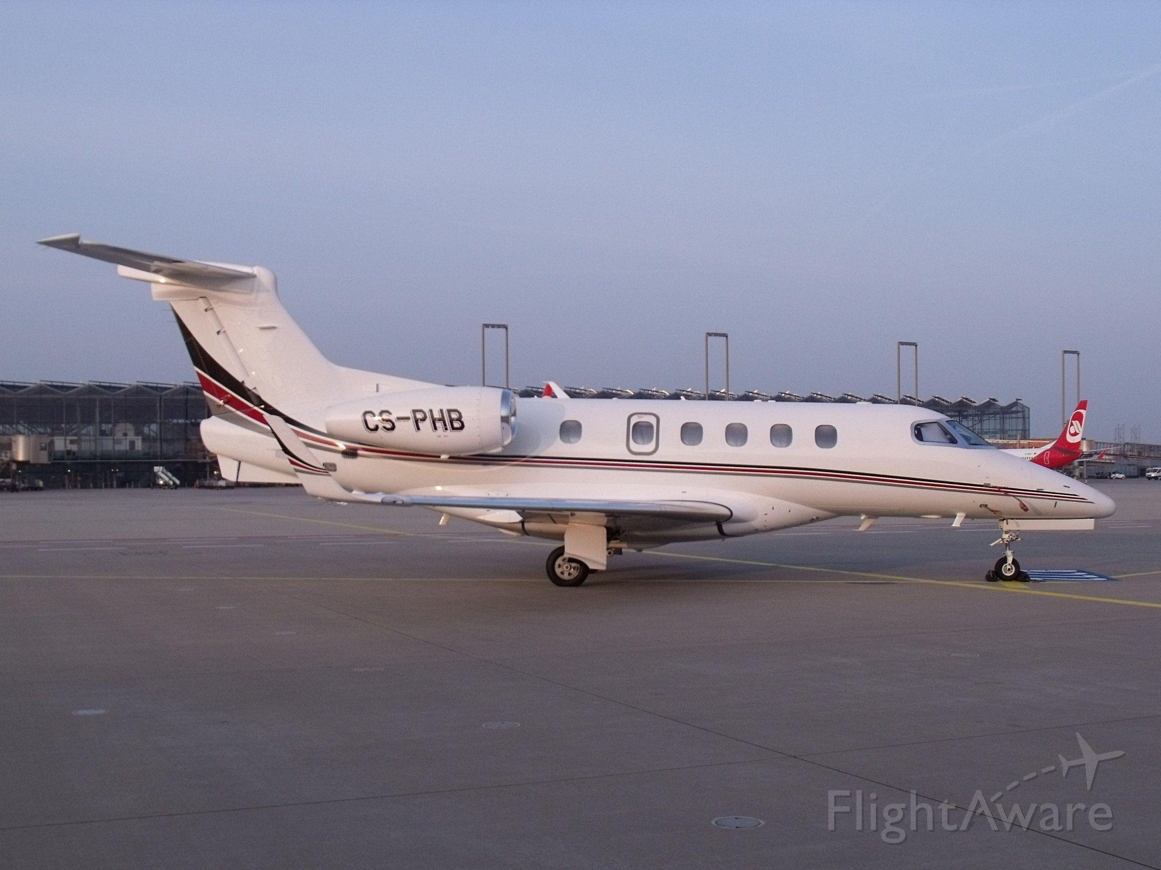 Embraer Phenom 300 (CS-PHB)