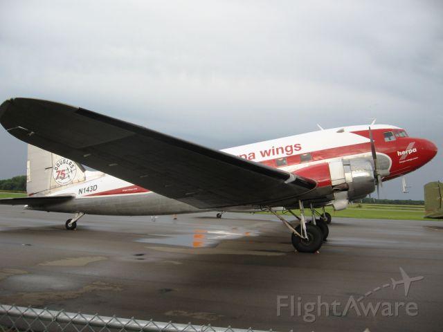 Douglas DC-3 (N143D)