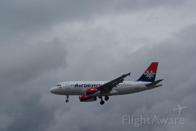 Airbus A319 (YU-APC) - Air Serbia Arrival RWY27R A319-131 cn2621