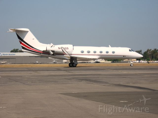 Gulfstream Aerospace Gulfstream IV (N461QS) - Taxiing at Santa Ana