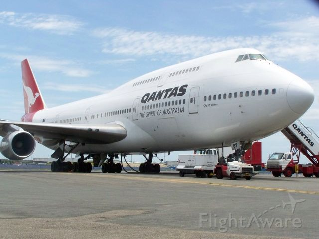 Boeing 747-400 (VH-OJA) - The last sighting of this aircraft before she retired and now sits at Woolongong airport on show