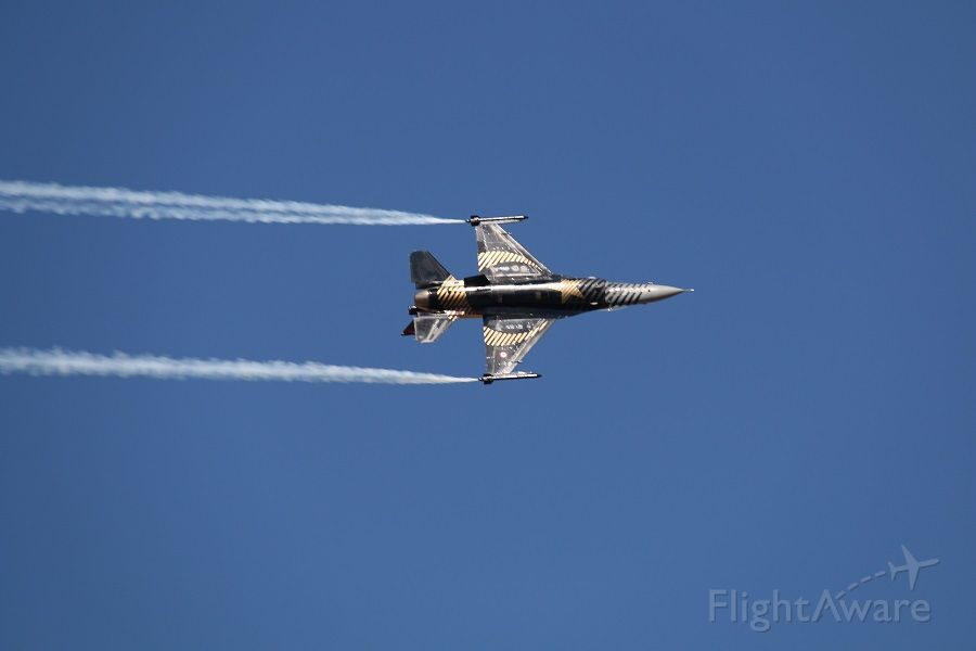 Lockheed F-16 Fighting Falcon — - SOLOTURK  DEMO TEAM F-16