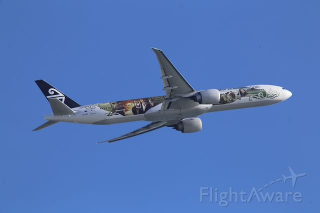 BOEING 777-300 (ZK-OKP)