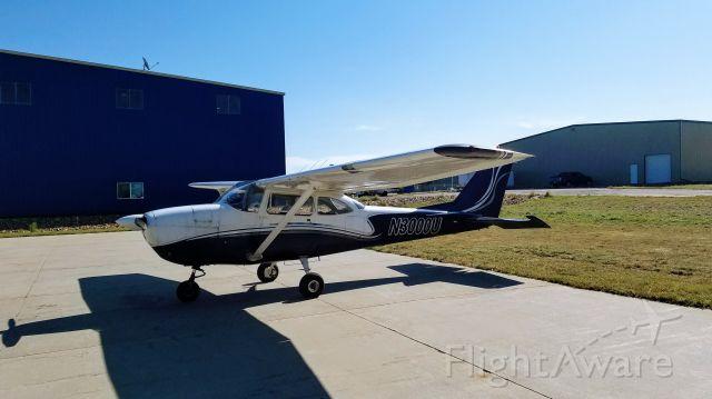 Cessna Skyhawk (N3000U)