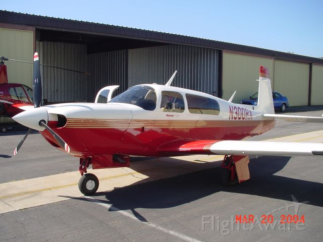 Mooney M-20 Turbo (N300RA)