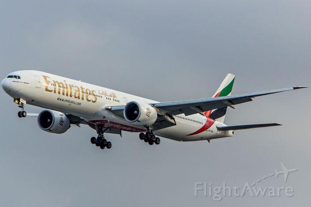 BOEING 777-300 (A6-EGE) - Emirates - Boeing 777-31H(ER)<br />Registration: A6-EGE<br /><br />Dubai (DXB) / São Paulo (GRU)<br /><br />Foto tirada em: 28/05/2016<br />Fotografia: Marcelo Luiz