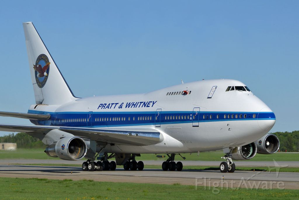 BOEING 747SP (C-FPAW)