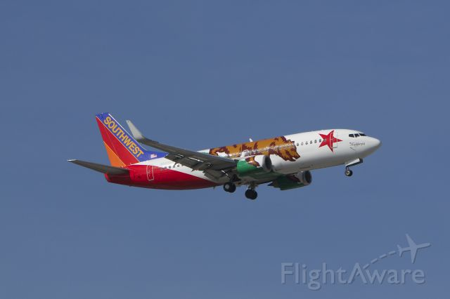 """Boeing 737-700 (N609SW) - Perfect sun for Southwest Airlines """"California 1"""" as it makes it's final for runway 10 at BWI."""