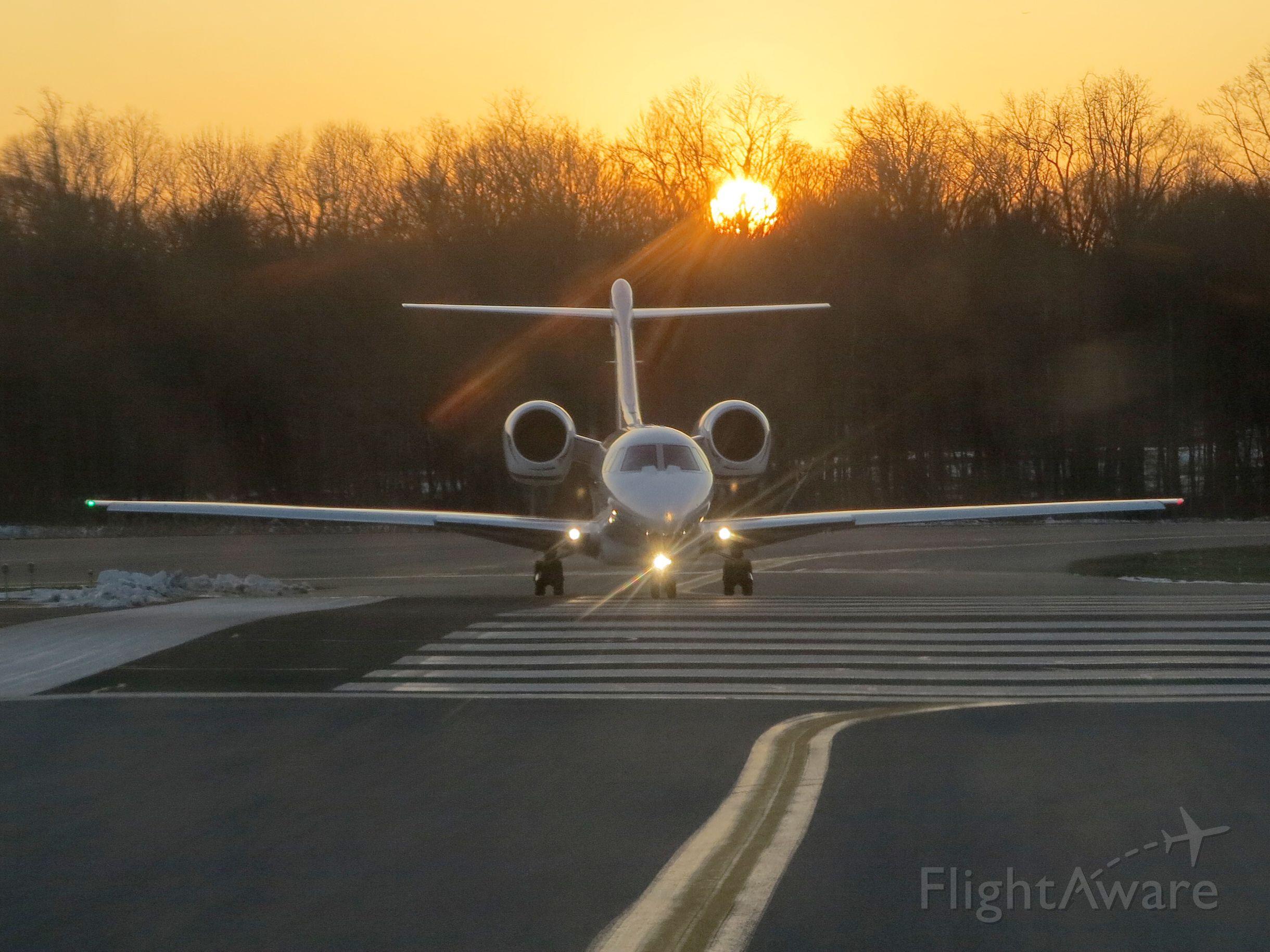 Cessna Citation X (N765XJ) - Take off runway 34.