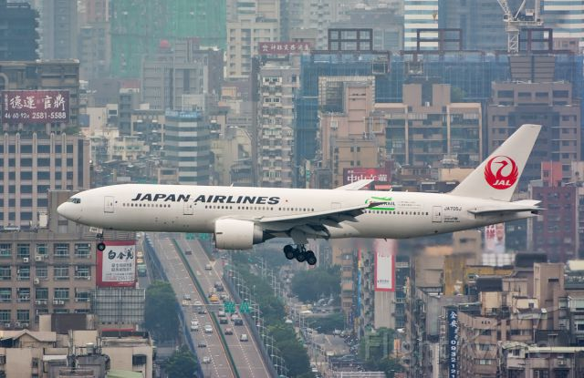 Boeing 777-200 (JA705J) - Inaugural flight of Boeing 777 to Taipei Sung Shan by JAL on Dec 1st 2014.
