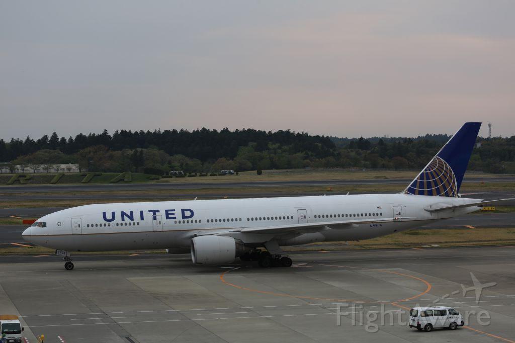 Boeing 777-200 (N798UA)