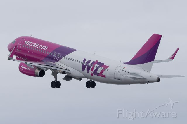 Airbus A320 (HA-LYD)