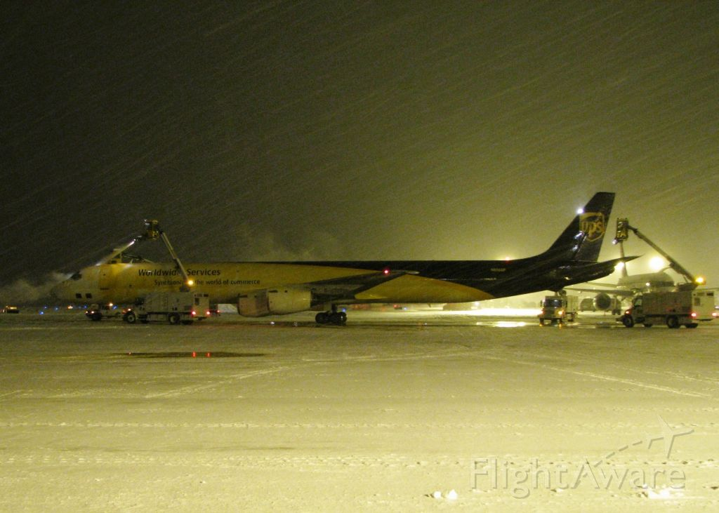 McDonnell Douglas DC-8-70 (N806UP) - De-icing during a driving snow storm