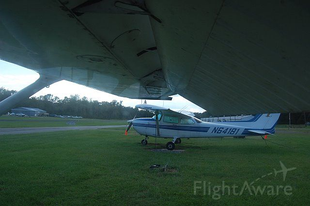 Cessna Skyhawk (N64181) - View from the schools other plane (51236)