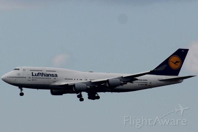 Boeing 747-400 (D-ABVO) - Lufthansa 426 landing from Frankfurt, Germany at Philadelphia International Airport.
