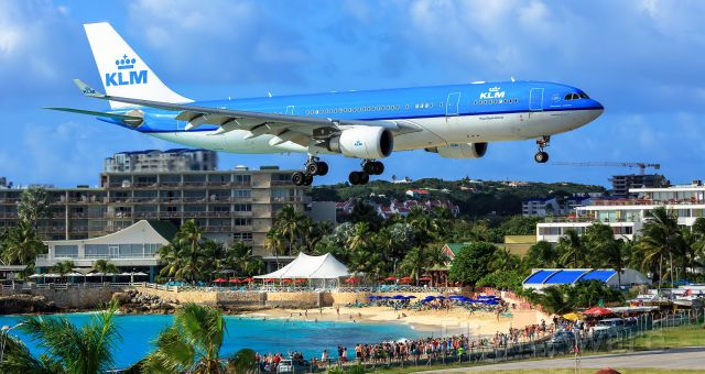 Airbus A330-200 (PH-AON) - KLM landding at TNCM St Maarten over the maho beach area