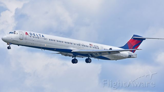 McDonnell Douglas MD-88 (N917DL) - Delta Airlines McDonnell Douglas MD-88 (N917DL) from KATL arrives at KRDU Rwy 23R on 6/2/2018 at 11:37 am