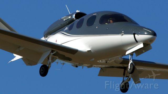 Cirrus Vision SF50 (N44DE) - 13R approach.