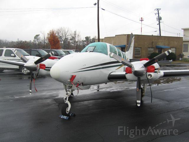 Beechcraft Baron (58) (N658RA) - Sitting on the old Lanier Flight Center ramp area.