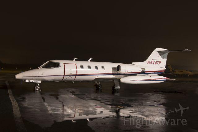 Learjet 25 (N4447P)