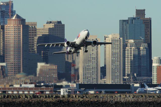— — - FedEx 3601 heavy departing runway 9