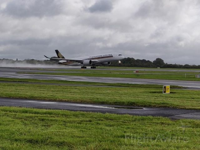 Airbus A350-900 (9V-SMU) - SINGAPORE TAKING OFF FROM MANCHESTER