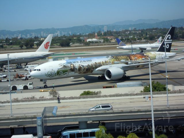 BOEING 777-300 — - AIR NEW ZEALAND 777-300 HOBBIT COLOURS LAX
