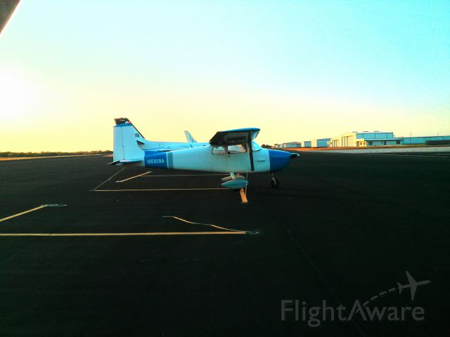 Cessna Skylane (N5619A) - Ugly paint job