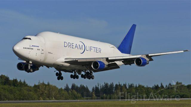 Boeing Dreamlifter (N718BA) - GTI4356 from KCHS on final to Rwy 34L on 5/14/14. (LN:932 / cn 27042).